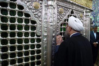 دکتر روحانی در قم / زیارت حرم مطهر حضرت فاطمه معصومه(س) و دیدار با مراجع عظام تقلید
