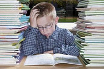 چگونه کودک خود را به درس خواندن تشویق کنیم؟