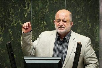 انتقاد از تعلل دولت در مدیریت ارز/ دادستان متخلفان را معرفی کند
