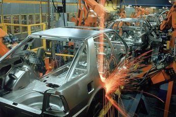 بررسی ضعف صنعت خودروسازان داخلی