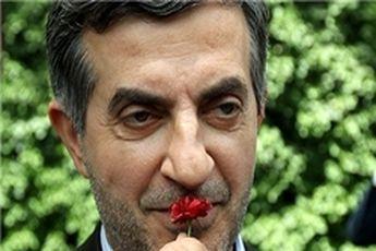 مشایی: رئیسدفتر احمدینژاد باقی میمانم