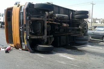 مصدومیت 11 تبعه افغان در پی واژگونی خودرو خاور در بروجن