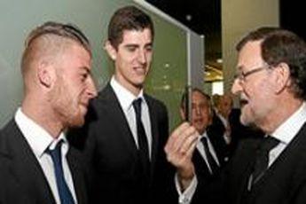 نخست وزیر اسپانیا: کلاهم را به احترام اتلتیکو برمی دارم / دوست دارم رئال قهرمان شود