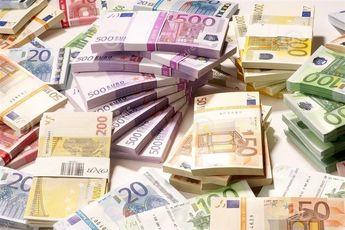یورو حدود 20 تومان گران شد/ دلار همچنان 4200 تومان