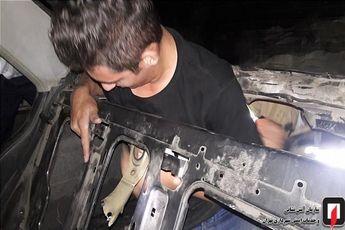 محبوس شدن مرد جوان در صندوق عقب پژو