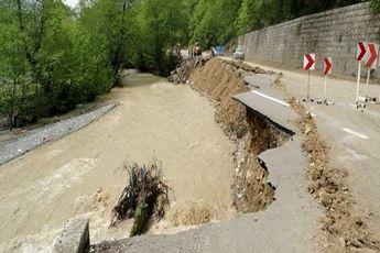 انسداد ۳۵ محور به دلیل سیلاب و شرایط جوی
